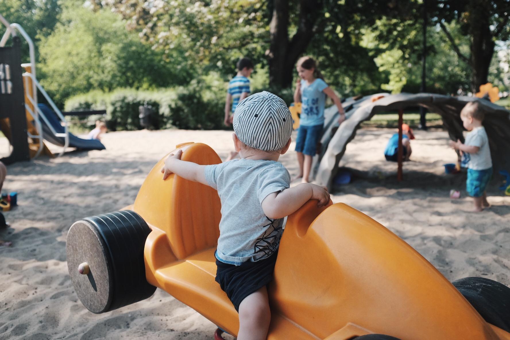 Lato w mieście Warszawa plac zabaw